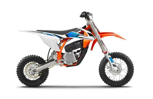画像: KTMの新しいジュニアモデル。その革新的な理由は「電動」