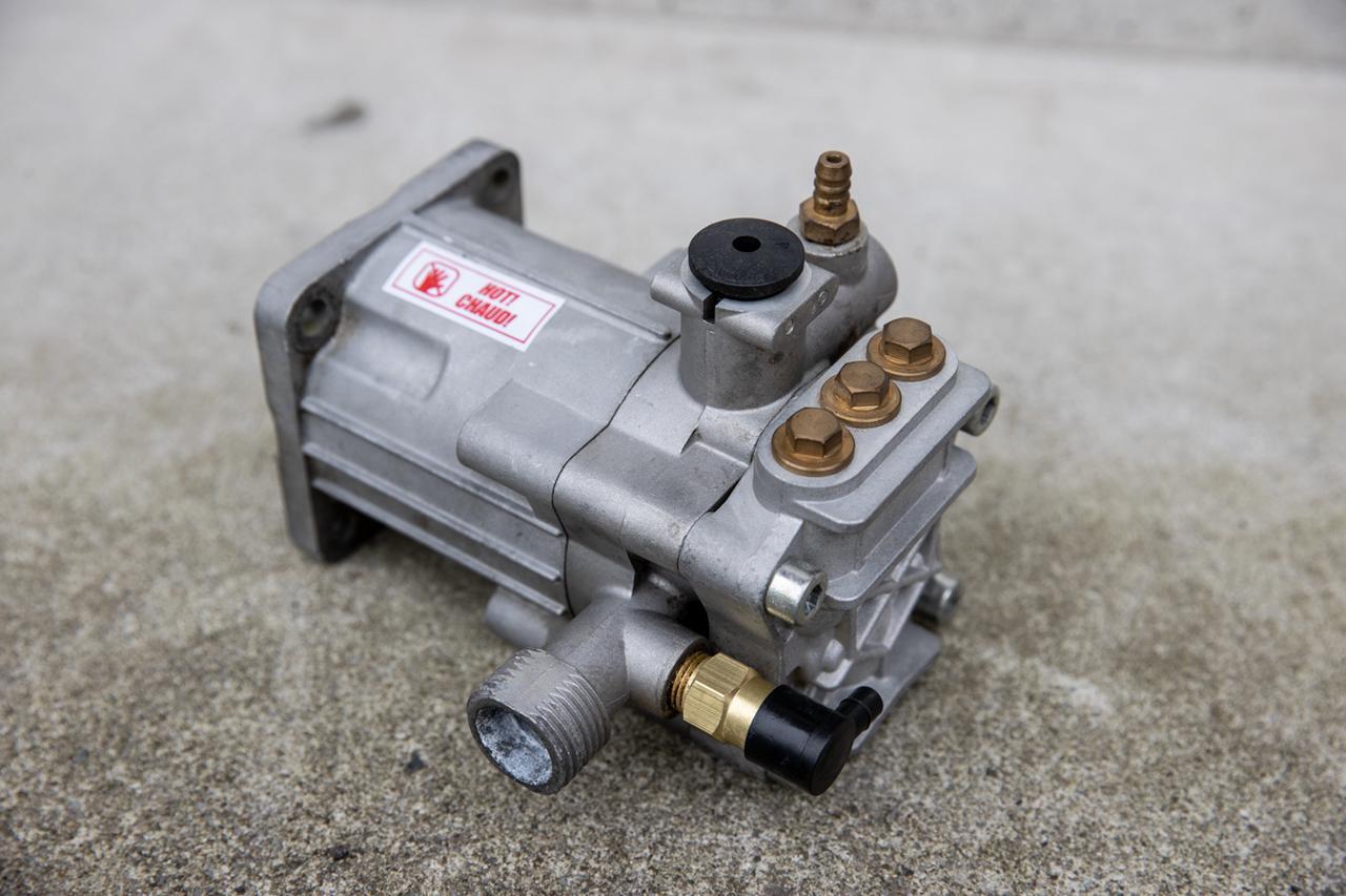 画像: 汲み上げ式のエンジン式高圧洗浄機で どうしても避けられないウィークポイント