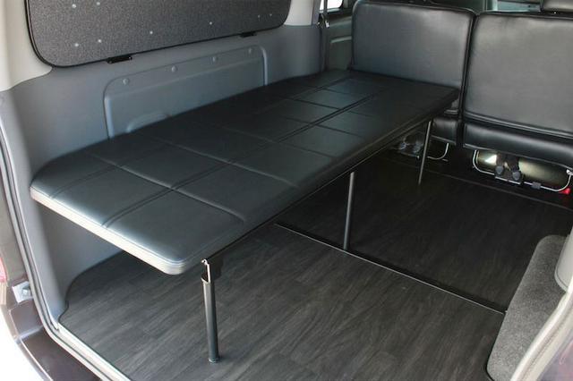 画像1: 運転席側、助手席側あなたならどっちにつける? ベッドを装備してもっと快適に