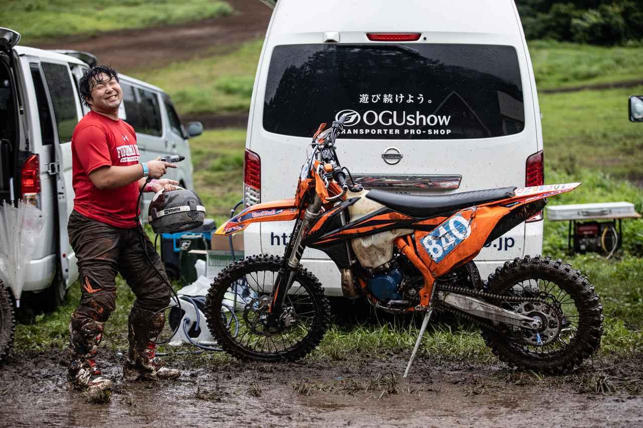 画像4: バッテリー式の洗車機なら、場所を選ばずどこでもバイクを洗えちゃう