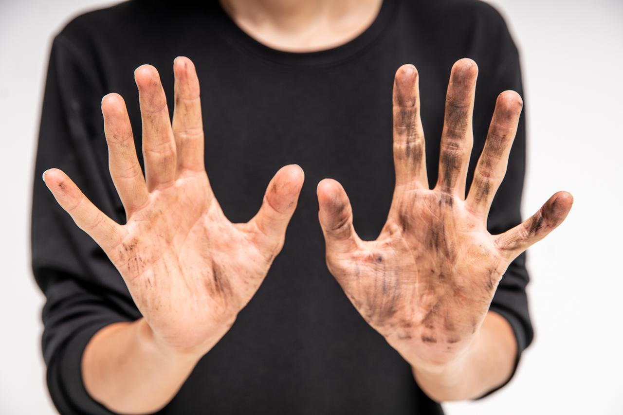 画像1: 右手:クリーム有 左手:クリーム無