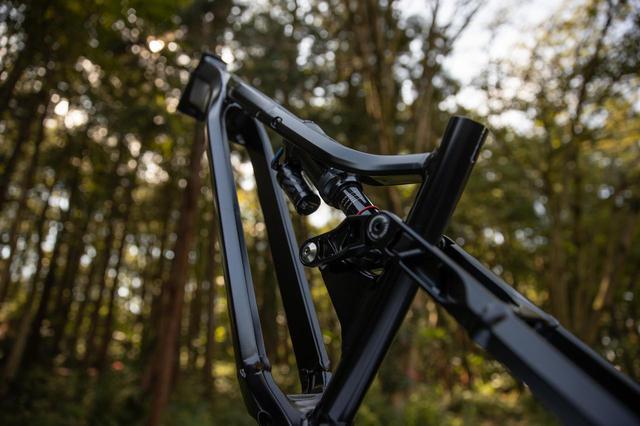 画像1: E-MTB「YPJ MT-Pro」は、まるでYZの懐をめっちゃ深く別物次元までチューンしたようなバイクでした