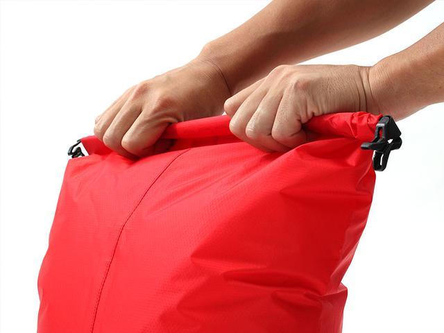 画像4: 2in1のバックパックで解決。ウェアと着替えでバッグを分ける必要ナシ