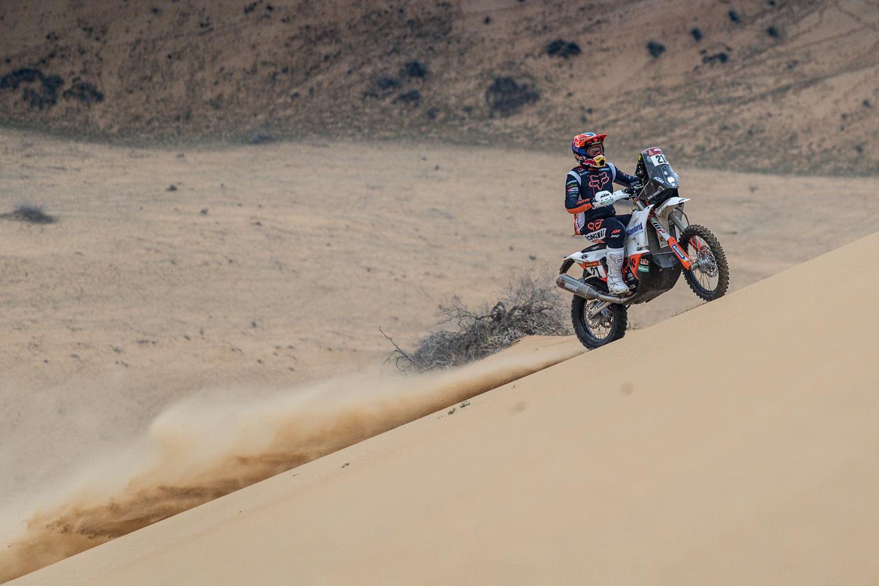 画像: KTMファクトリー新加入ながら、スピードと高いナビゲーションスキルを見せるダニエル・サンダース