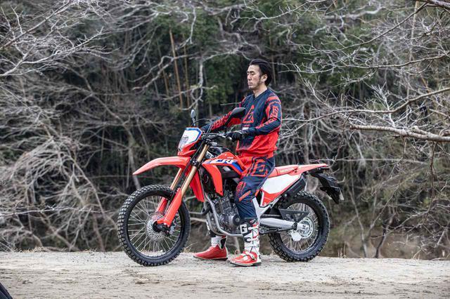 画像: あまり参考にならないあしつき。バイクが小さくみえるのも、まぁ当然なのか。これ足長タイプの<s>です
