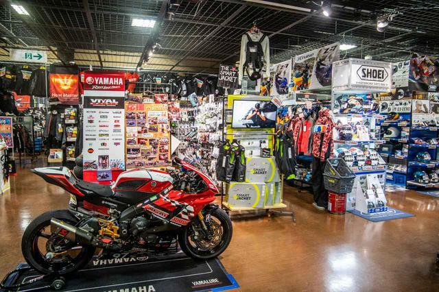 画像: 置いてない商品は取り寄せも可能! 「お店の垣根を超えてバイク業界を共に盛り上げていきたい」