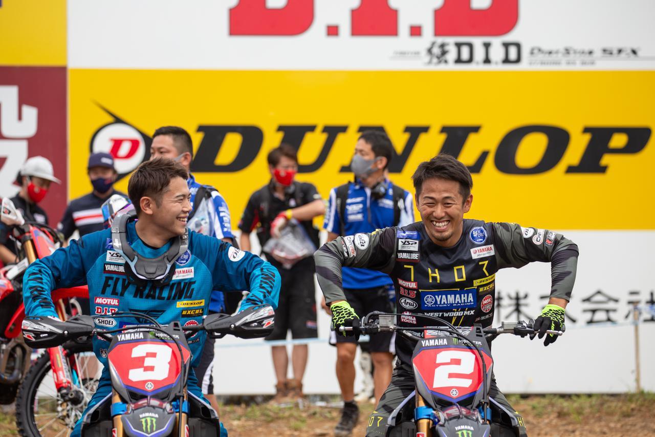 画像: 優勝を争うライバルであり同じチームメイトの2人、勝負前の和やかな雰囲気が感じられた(左:渡辺祐介、右:富田俊樹)