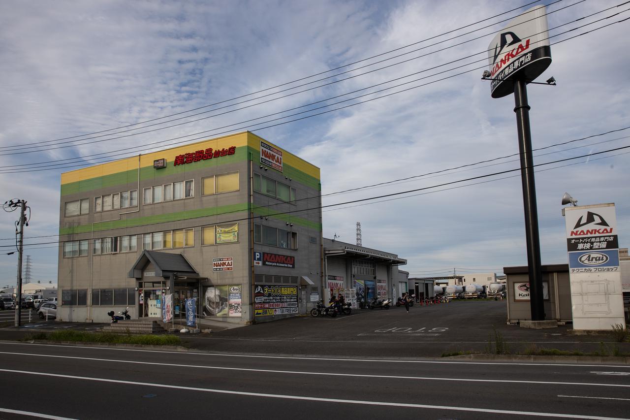 画像: 南海部品仙台店、左奥に車を停める駐車場あり