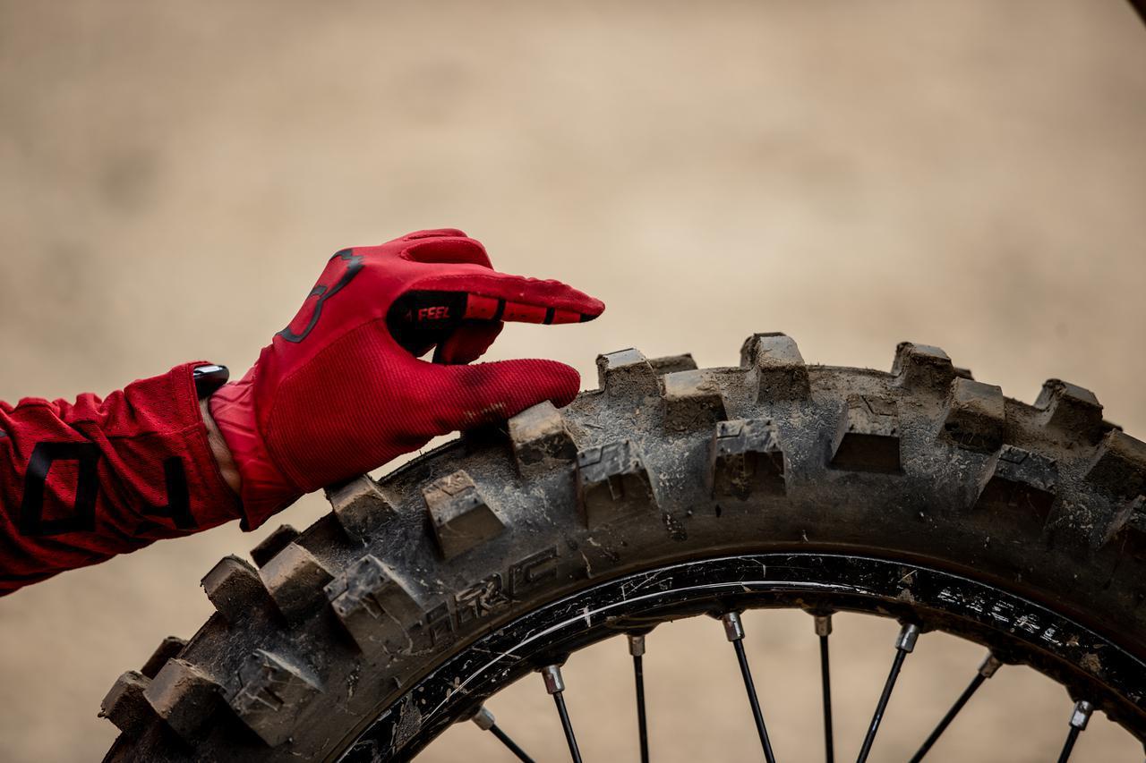 画像2: フカフカ路面のグリップ感が気持ちよく、カチパンでも粘るリアタイヤ