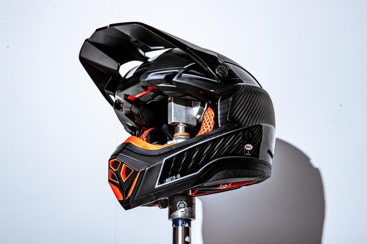 画像: 14万円の究極のオフヘルメットを試す。BELL モト10、スポーツにめっちゃ特化