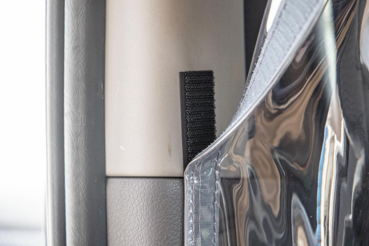 画像11: 暑すぎるので、憧れのNV350キャラバンにカーテンつけてみた