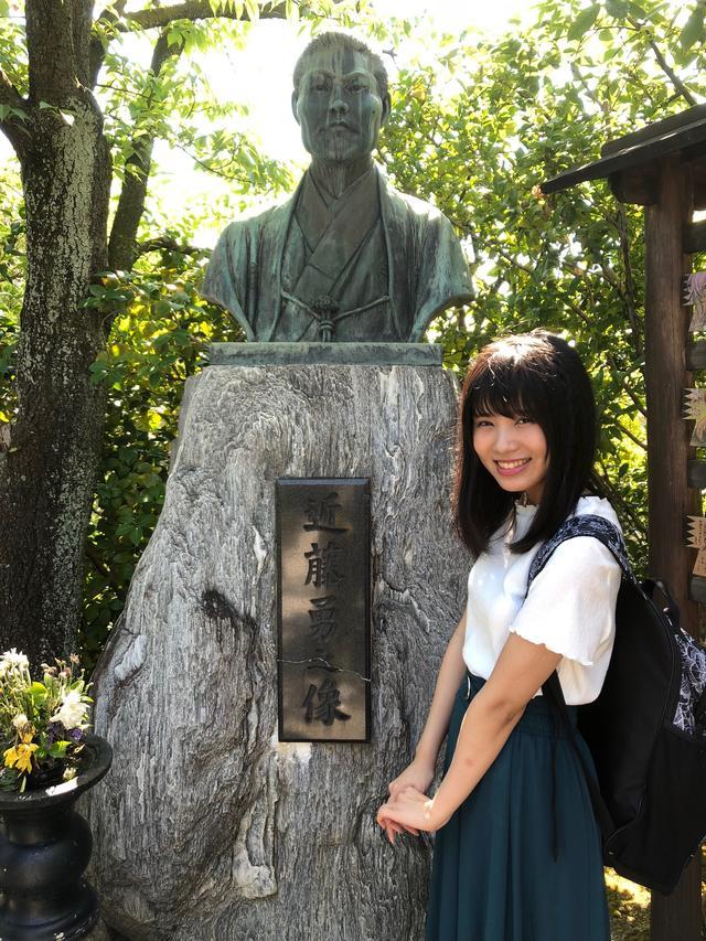 画像: 壬生塚の近藤勇像と