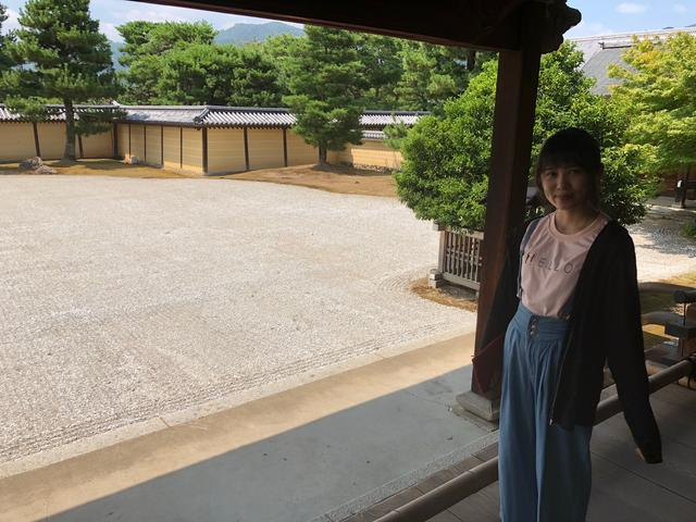 画像: 宸殿から見る中庭の景色です。