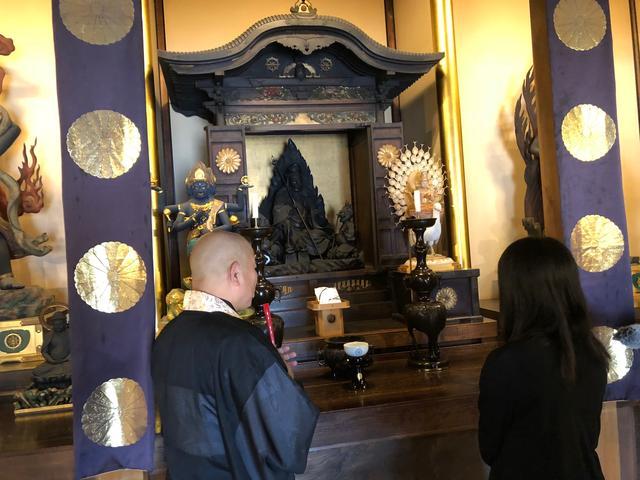 画像: 宸殿内陣の役行者像