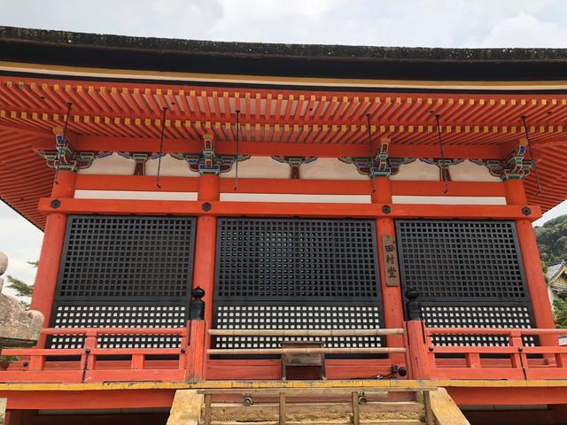 画像: こちらは田村堂。清水寺を開山した「延鎮上人」と清水寺を創建した「坂上田村麻呂」とその妻の「三善高子夫人」「行叡」を祭祀しています。