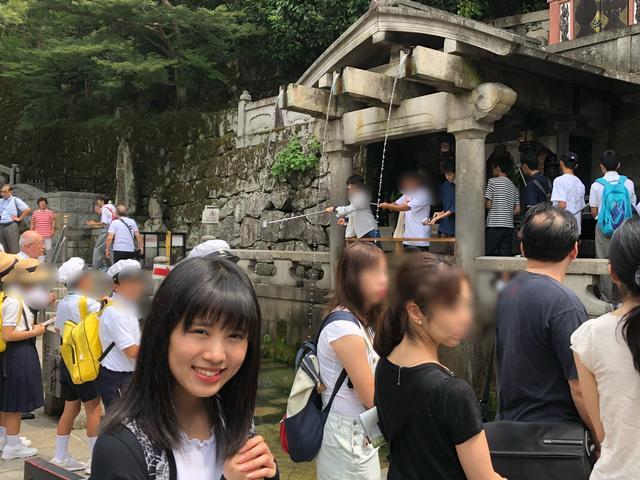 画像: 音羽の滝は大人気。