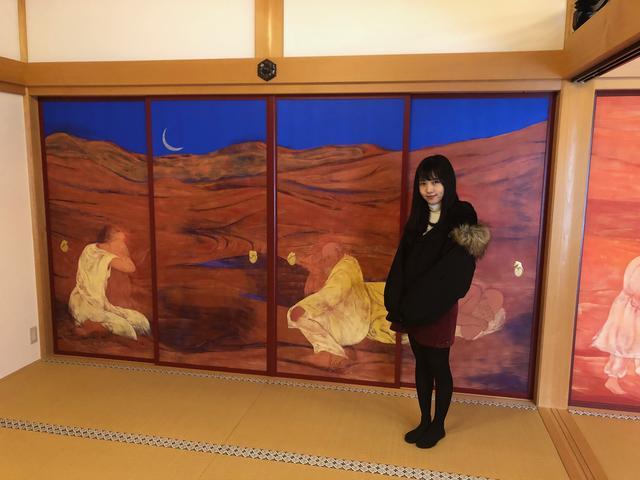 画像: 室中、上間、下間の襖五十八面に施された田村能里子画伯筆の「風河燦燦 三三自在」と題された襖絵が