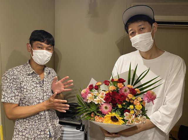 画像: 小籔千豊さんが開催したお釈迦様のお誕生日パーティーことクラブイベント「フラワーフェスティバル」って?