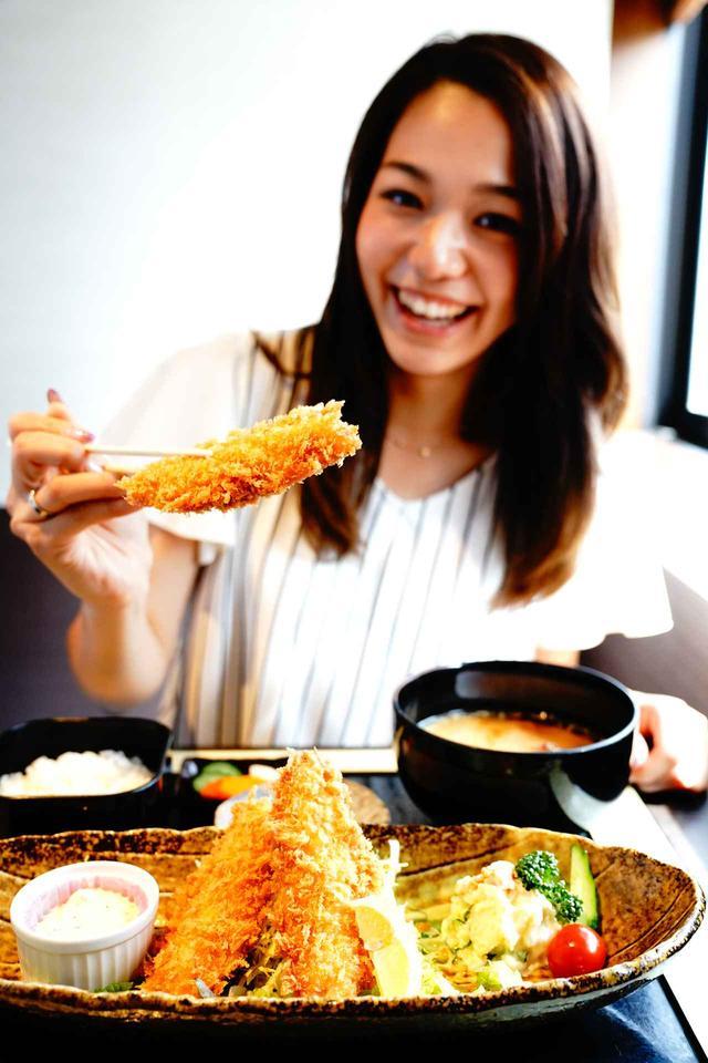 画像: ふっくら肉厚のアジをサクサクに揚げる 小田原港わらべ自慢のアジフライ1080円