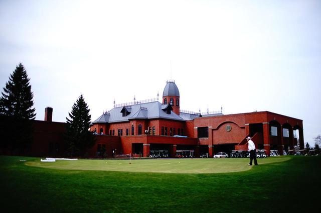 画像: 旧北海道庁モチーフの赤煉瓦クラブハウス