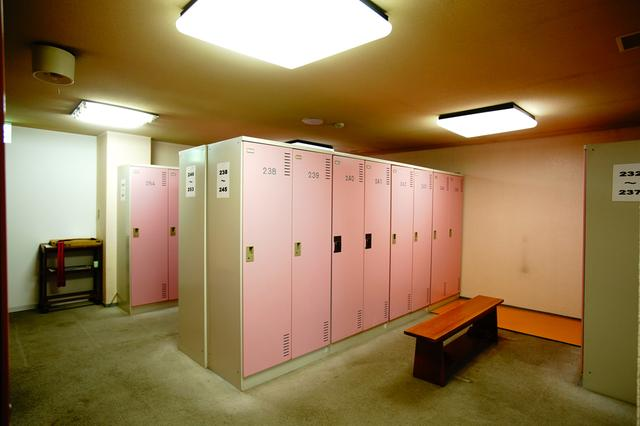 画像: 女性ロッカールーム