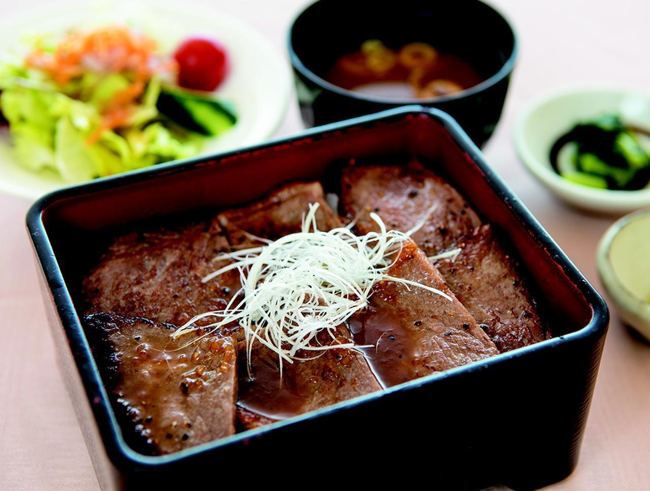 画像: 特選飛騨牛ステーキ重・・・2000円 A5ランクの飛騨牛を贅沢に使用。料理長おすすめの一品。サラダ、味噌汁、香の物付き