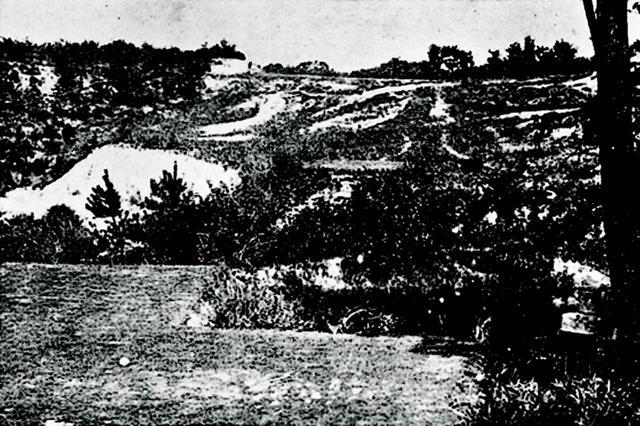画像: オープン当初の2番ホール(左)はアリソンの勧告によってかなり改善された(右)