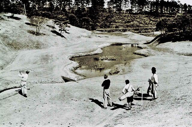画像: 池が美しい6番
