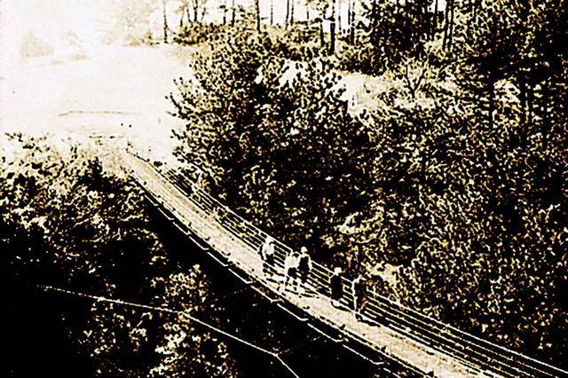 画像: 昭和3年には会員数388名になり4月から宝塚カンツリー倶楽部と改称された。ゴルフ場では関西初のつり橋「甘香橋」が完成
