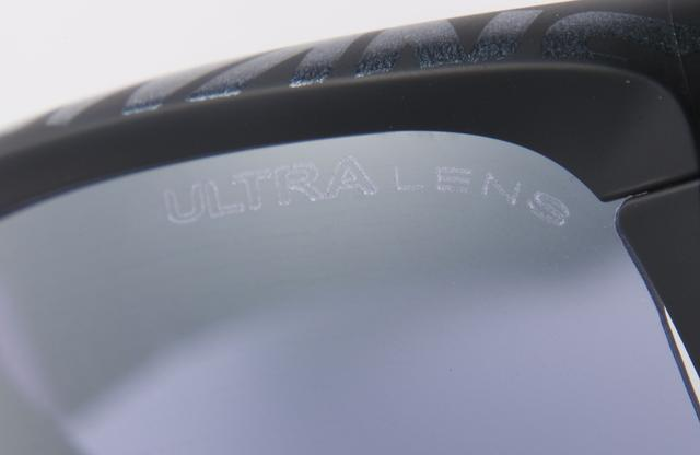画像: レンズ表面のミラーコートが眩しさを抑えて、コントラストをより強調されるのだ
