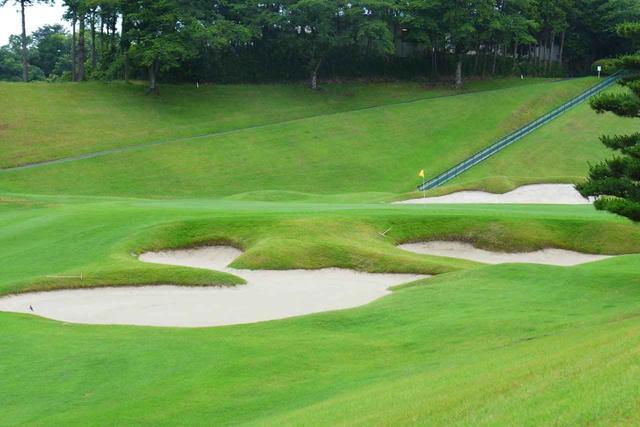 画像: 桃園コース9番(556ヤード、パー5)。LPGAスタンレーレディスでは最終18番として使用。グリーン手前はバンカー群がガードする名物ホール