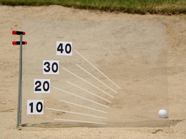 画像: 浅めの入射角で砂を取る量が少なめなら、飛距離は天候に左右されません