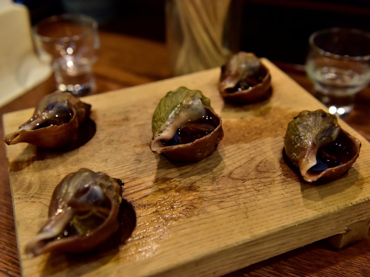 画像: 釧路ナイトの締めのラーメンに入れてもよし、そのまま食べてもよし。つぶ貝をトッピング