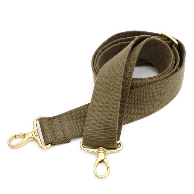 画像: ショルダーベルトは柔らかい素材。肩にやさしい、手触りが良く肉厚でクッション性の高いテープ 。