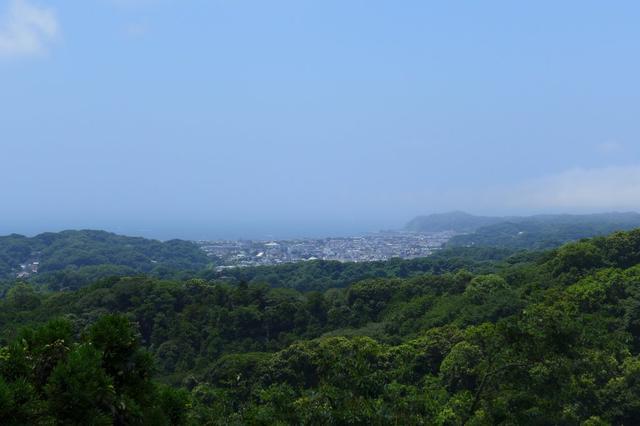 画像: ゴルフ場身体検査。神奈川県鎌倉市の鎌倉カントリークラブを検査しました(写真:クラブハウス裏側の天園ハイキングコースから古都鎌倉を一望。右側が稲村ヶ崎)