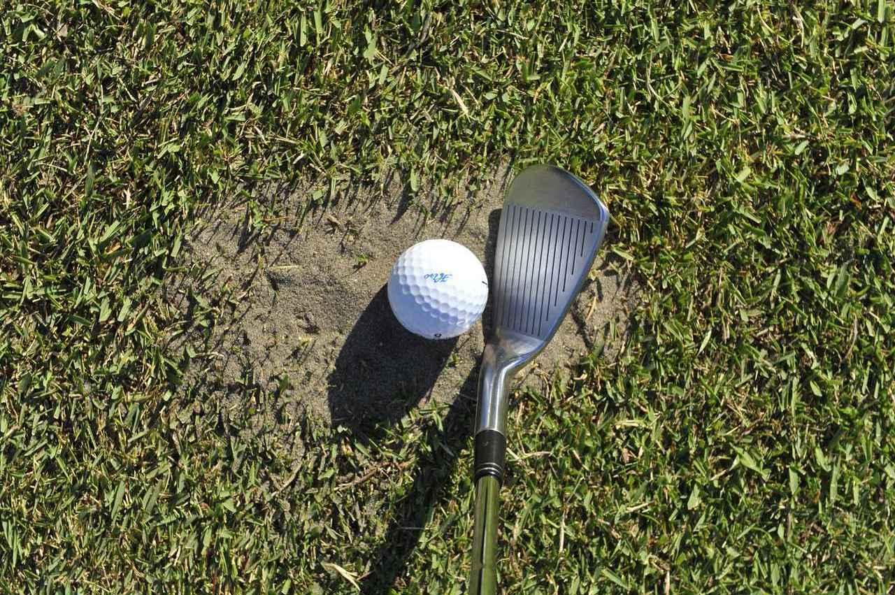 画像: ナイスショットをしてもディボット跡に入る。それがゴルフです