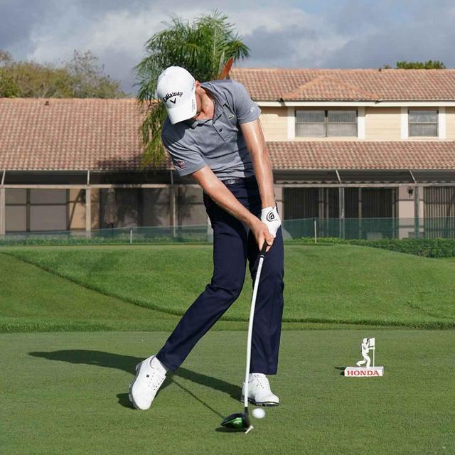 画像: 左肩とグリップがアドレスと同じ位置に戻る