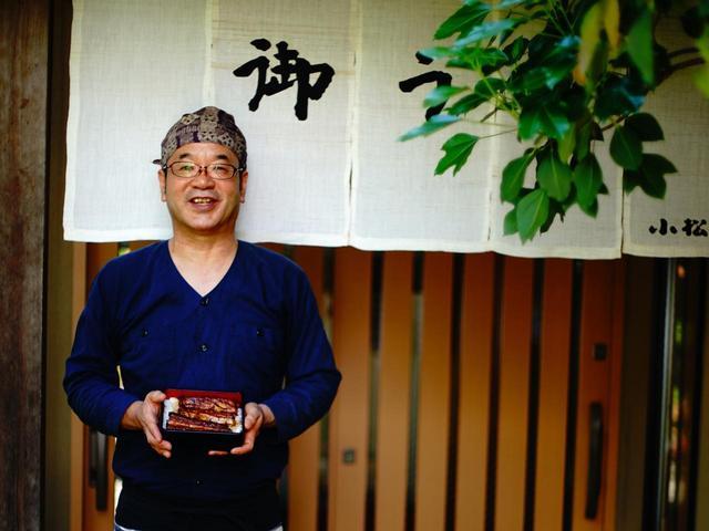 画像: 料亭のような店構えが特徴で、店主の小松一史さんはゴルフ好き