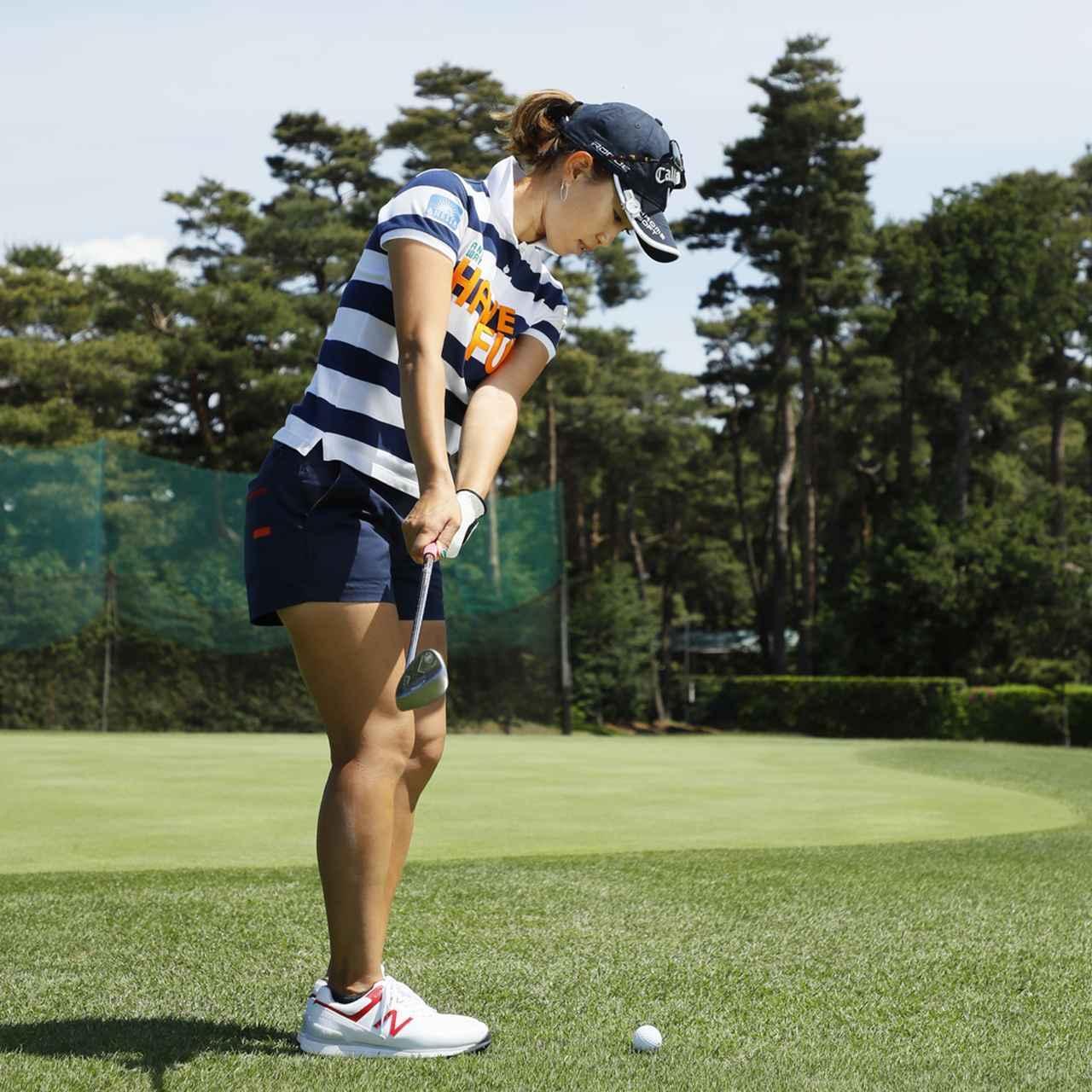 画像2: 【アプローチ】ボールの近くに立てば、ヘッドは同じところを通ります。上田桃子のタテ振りチップ!