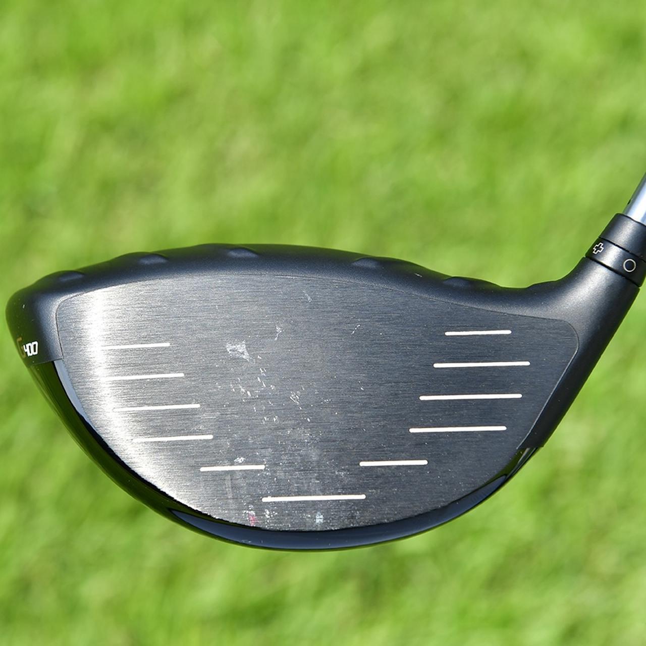 画像: わずかに右に打ち出し、曲がり幅の少ないハイドローで飛ばすヤン。打痕はややトウ寄りに