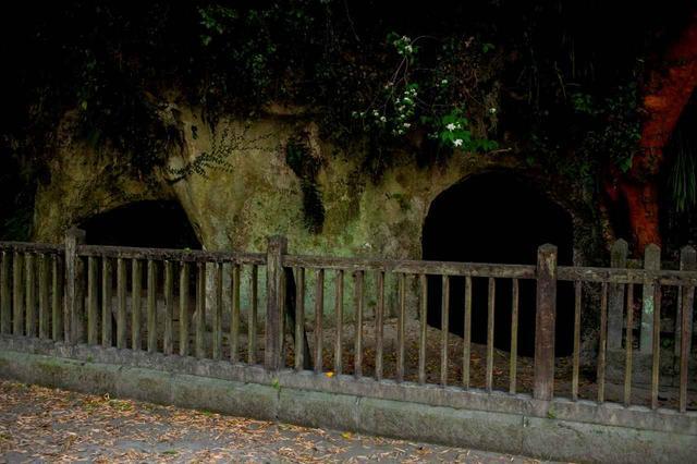 画像: 西郷隆盛洞窟。西南戦争の最後の司令部、「おはんらにやった命」