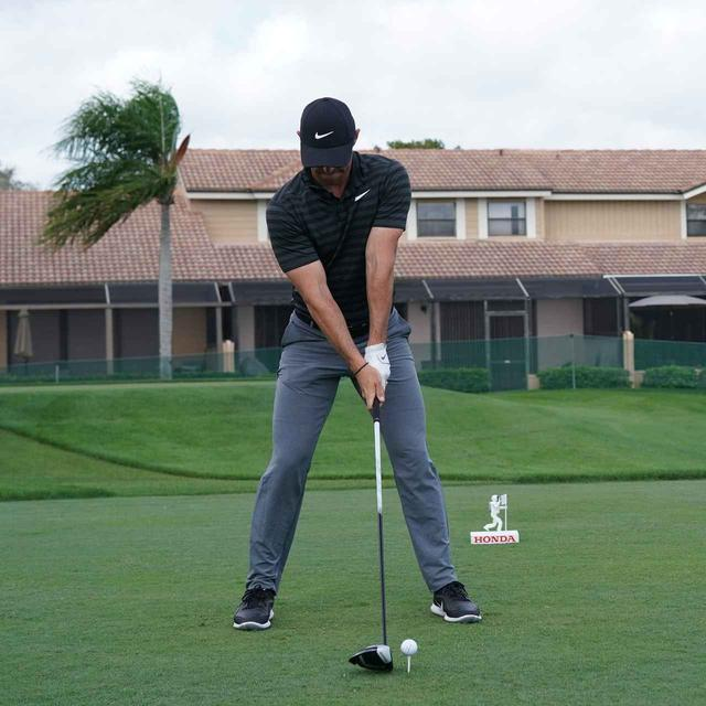 画像1: 【ローリー・マキロイ】現代版ドローヒッターの基準! 右足に体重を残し、右足の上で体を回して球をとらえる!