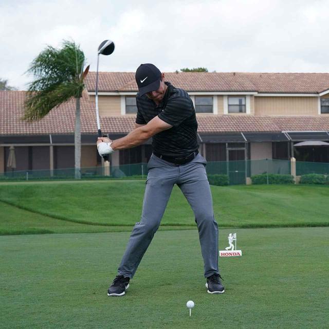画像4: 【ローリー・マキロイ】現代版ドローヒッターの基準! 右足に体重を残し、右足の上で体を回して球をとらえる!
