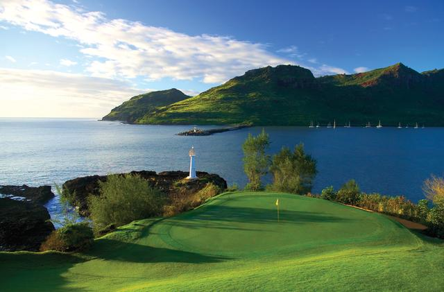 画像: ホクアラGCオーシャン16番。灯台のわきに佇むグリーンが美しい