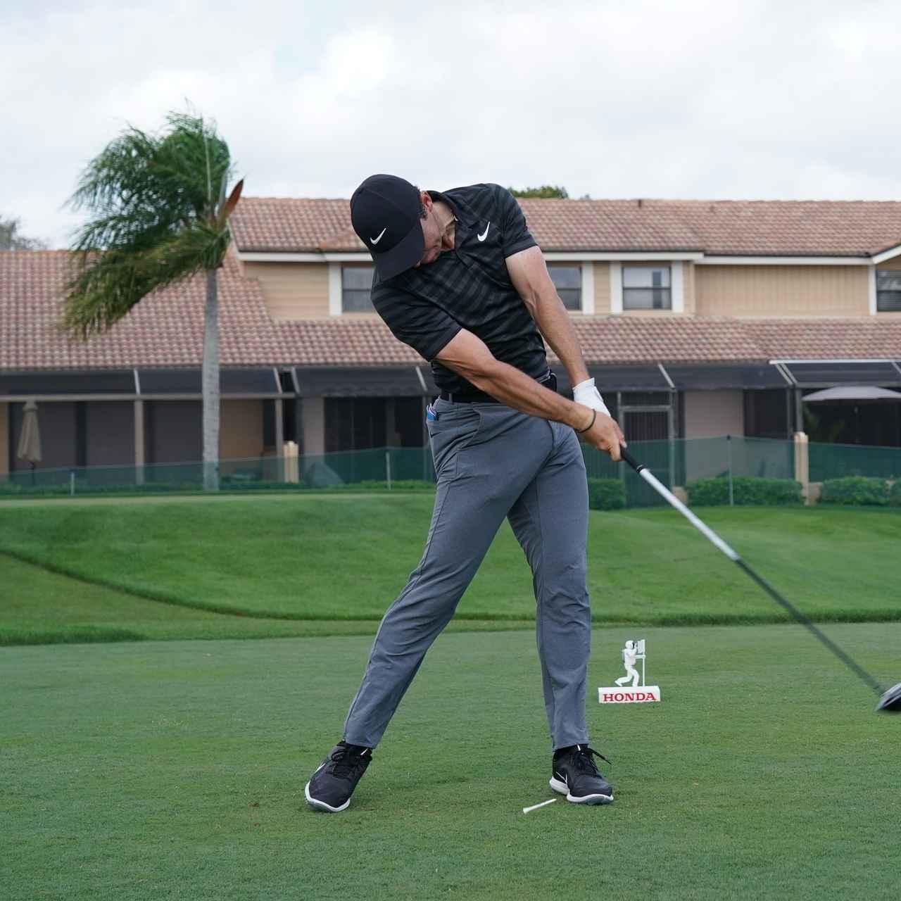 画像5: 【ローリー・マキロイ】現代版ドローヒッターの基準! 右足に体重を残し、右足の上で体を回して球をとらえる!