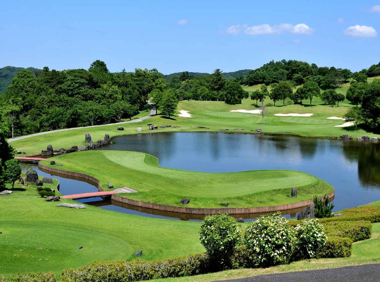 画像: ロイヤルスターゴルフクラブ(OUT2番・パー3)池越えで美しい景観ながらプレッシャーのかかるホールだ