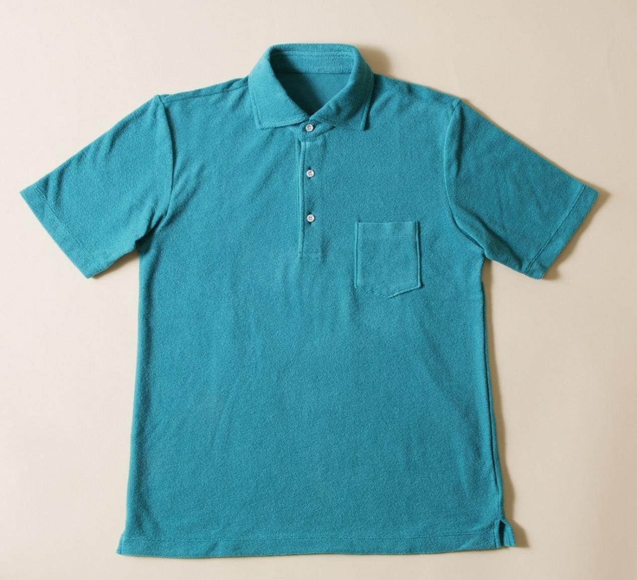 画像: シャツの裾を出しても、パンツにインもできるほどよい長さ