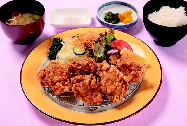 画像: 国産若鶏のからあげ膳・・・1204円 柚子胡椒で下味をつけた唐揚げは、アルコールとの相性もぴったり。ご飯も進む、人気ナンバー1メニュー