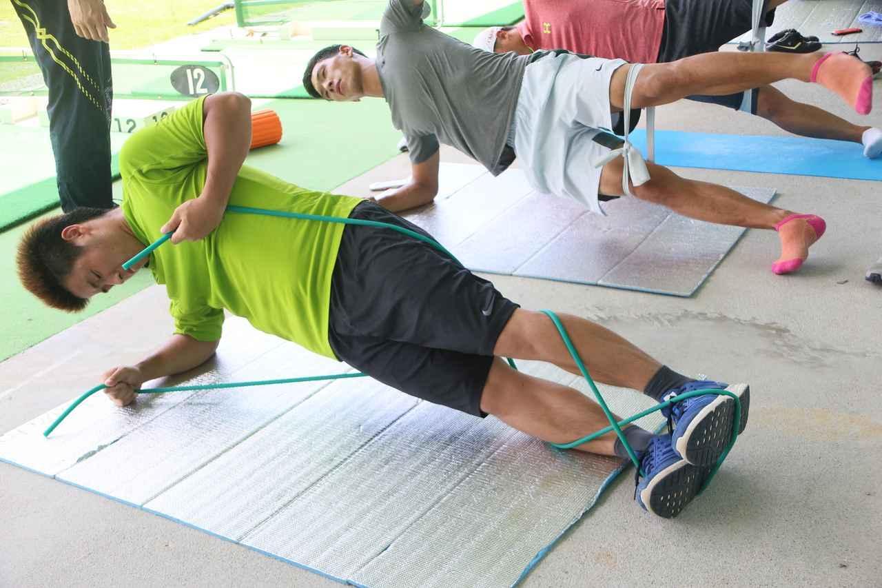 画像: 筋力アップだけでなく、ケガ防止のために専門のトレーナーを招聘して指導