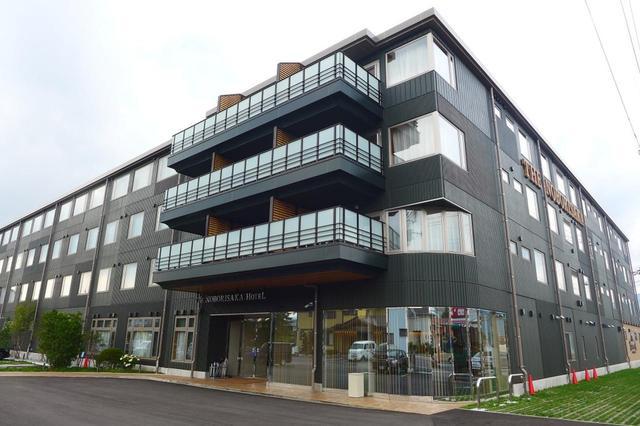 画像: ビジネスホテル「登り坂」。2018年4月にオープンした新館。河口湖CCのメンバー割引がある